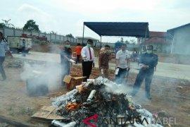Kejari Pangkalpinang musnahkan 1.905 slop rokok ilegal