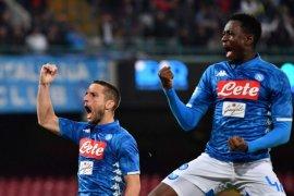 Dries Mertens cetak trigol saat Napoli hancurkan Empoli 5-1