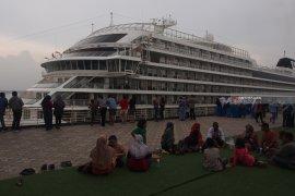 Kedatangan Kapal Pesiar Dongkrak Pengunjung Surabaya North Quay (Video)