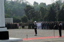 Jokowi peringati Hari Pahlawan di TMPN Cikutra