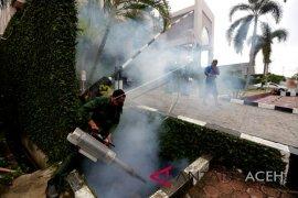 Cegah DBD Korem 011 Lilawangsa fogging lingkungan