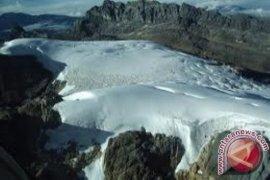 Jenazah pendaki yang tewas di Cartenz Papua dievakuasi ke Timika