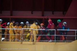 Aktivis Greenpeace demo kapal pengangkut minyak sawit Indonesia