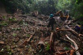 Terdampak banjir, ribuan warga dua desa di Tasikmalaya terisolasi