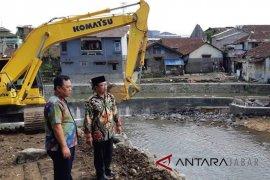 Sungai Cianjur dikeruk, antisipasi banjir