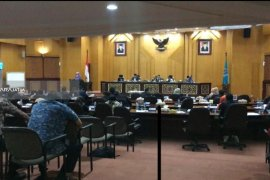 "Penetapan APBD Surabaya 2019 Diwarnai Aksi ""Walk Out"" Legislator FPKS"