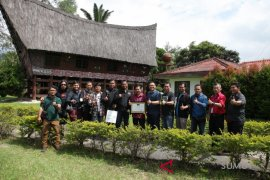 PFI hunting foto ke Toba Pulp Lestari