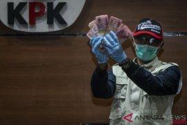 Bupati Pakpak Bharat terima uang dari kepala dinas, kata KPK