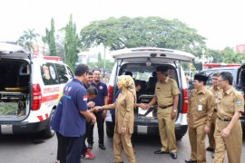 Bupati Serang Serahkan Ambulan
