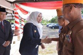 Bupati-Wabup Muarojambi bercengkerama  dengan para veteran