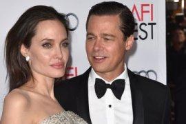 Angelina Jolie-Brad Pitt sepakati hak asuh anak
