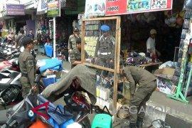 Petugas gabungan tertibkan PKL liar di Sukabumi