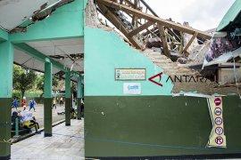 Atap bangunan sekolah ambruk