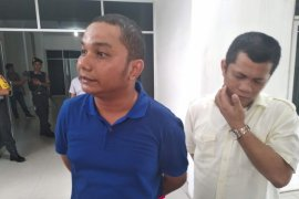 Bupati prihatin atas penggeledahan kantor DPRD Tapteng