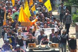 Demo Tolak Tambang Emas Silo Nyaris Ricuh (Video)