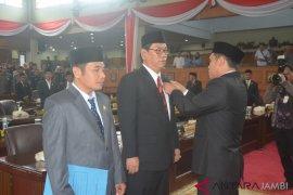 Wakil Ketua DPRD lantik dua dewan PAW