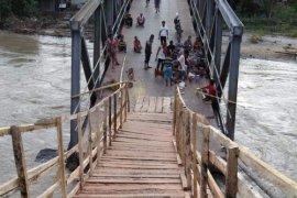 Ini akses darurat penghubung desa di Pahae Jae pasca jembatan ambrol