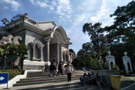 Cuaca membaik Kebun Raya Bogor kembali dibuka