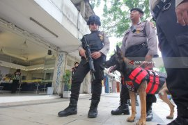 Polrestabes Surabaya Kerahkan Unit K-9 Amankan Perayaan Natal