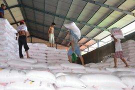 Dinas Pertanian Karawang pastikan penyerapan pupuk normal