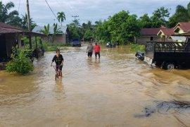 Banjir di Besitang meluas, butuh perahu karet