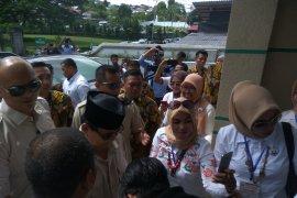 Massa riuh sambut Prabowo di Masjid Alfatah