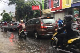 Hujan Deras, Kota Malang Banjir dan Dikepung Macet