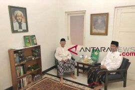 Presiden Jokowi diskusi dengan Gus Sholah di ruang bersejarah