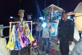 Tim gabungan amankan pedagang terompet di Pelabuhan Jetty Meulaboh