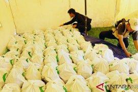 Pemprov Gorontalo salurkan bantuan sembako untuk 100 lansia