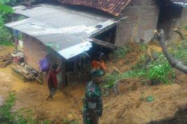 Sembilan Rumah di Trenggalek Rusak Diterjang Longsor