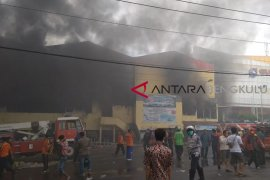 Sebagian pedagang Pasar Minggu tetap buka lapak pasca-kebakaran