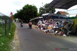 Wabup Karawang Sesalkan Kerusakan Truk Jadi Alasan Penumpukan Sampah