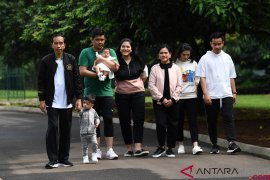 Presiden Jokowi dikaruniai cucu ketiga dari pasangan Gibran-Selvi