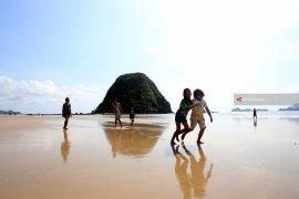 Pulau Merah Jadi Situs Geopark