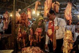 Stok cukup, harga daging di Jatim awal 2020 stabil