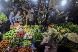 Ketersediaan bahan pokok di pasar Bandung aman, kenaikan harga wajar