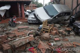 Khawatir tsunami susulan, warga Pandeglang berhamburan mendengar air laut naik