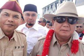 Prabowo disambut pendukungnya saat tiba di gedung Persis