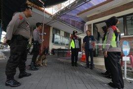 Srikandi Polrestabes Surabaya Sisir Gereja