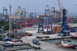 Peneliti CIPS: Fokus kendalikan impor atasi defisit neraca perdagangan