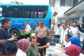 Polisi Indramayu tes urine pengemudi kendaraan umum