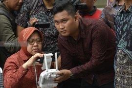 """Risma Pantau Pemulihan Jalan Ambles Gunakan """"Drone"""""""