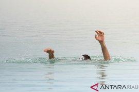 Saat berenang, dua remaja tenggelam di Kali Besar Kota Tua
