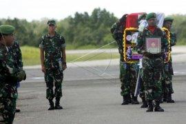 Jenazah prajurit TNI korban penembakan KKSB Page 1 Small