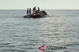 Di hantam badai, kapal compreng tenggelam di perairan Bangka Selatan