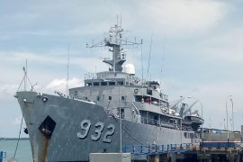 Kotabaru Navy invites people to visit the Dewa Kembar-932 warship