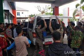Bupati Indramayu janji pesantrenkan anak korban tsunami