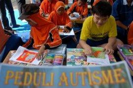 Karya anak autis dipamerkan