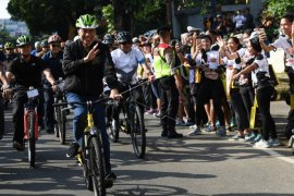 Jokowi bersepeda di Bogor saat massa reuni 212 kumpul di Monas